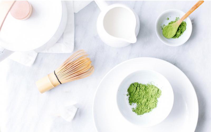 Dùng bột trà xanh đắp mặt với 5 công thức thần thánh